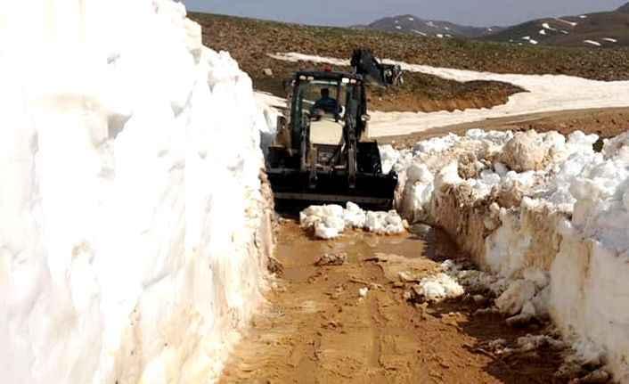 Alanya'da kar ve heyelandan kapanan yayla yolları açılıyor