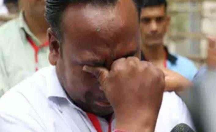 Hindistan'da ailesinde 9 seçmen bulunan aday, yalnızca 5 oy aldığını zannederek canlı yayında ağladı