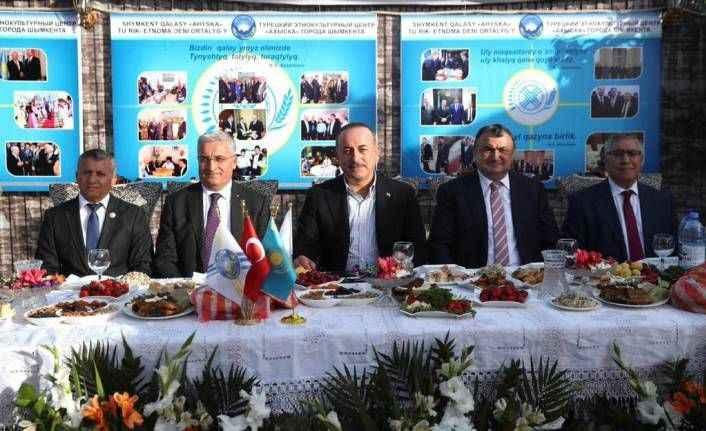 Bakan Çavuşoğlu'ndan Kazakistan çıkarması