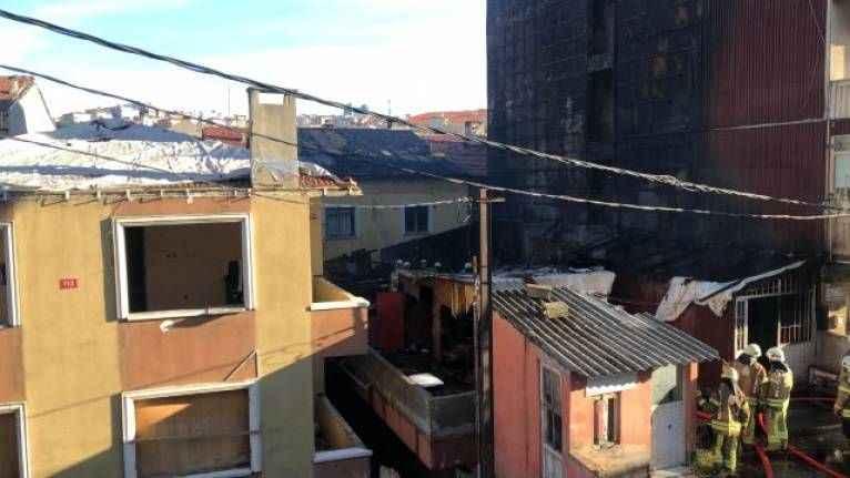 İstanbul'da bir binada yangın çıktı! 2 ölü