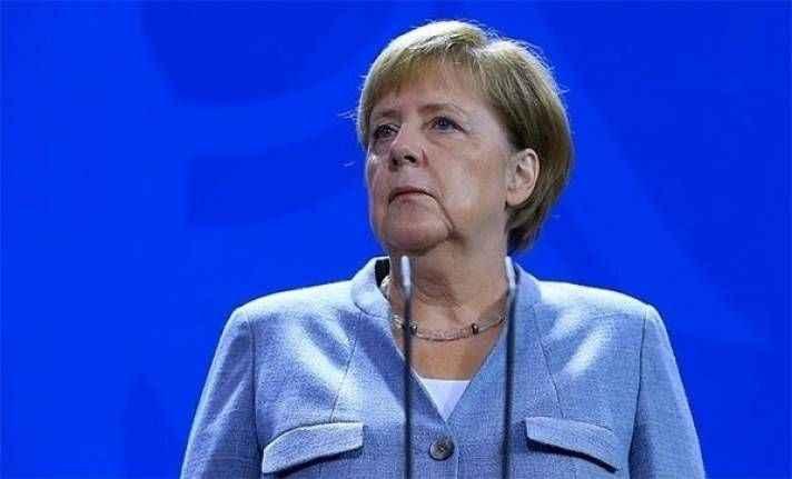 Almanya'da Merkel hükümeti zor durumda: İstifa edeceğini açıkladı