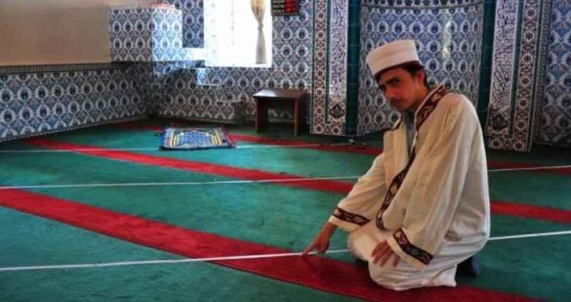 Camideki 70 yıllık hatayı yeni atanan imam fark etti