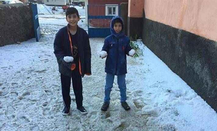 Dolu yağışı kış günlerini aratmadı