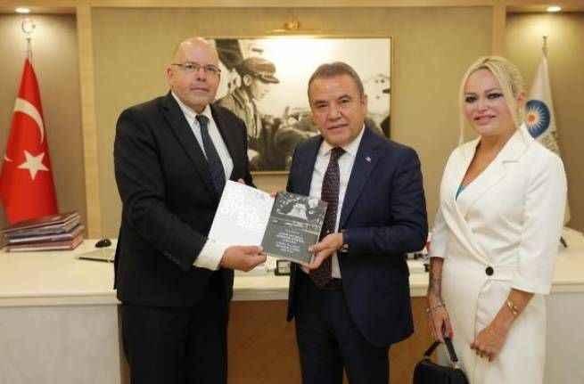 Letonya Büyükelçisi Elferts, Başkan Böcek'i ziyaret etti