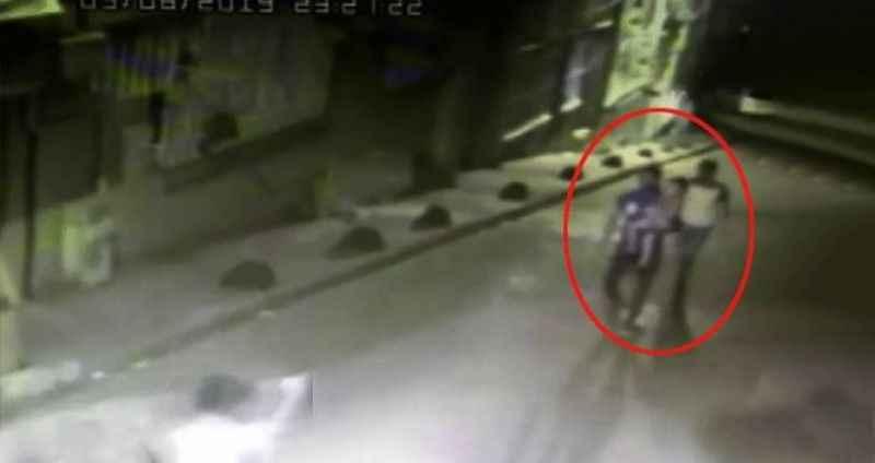 Üvey baba, sokağın ortasında 5 yaşındaki oğluna kabusu yaşattı