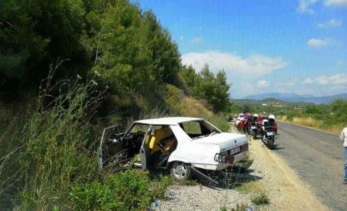 Manavgat'ta virajı alamayan otomobil yoldan çıktı: 4 yaralı