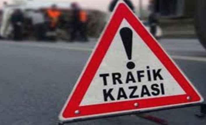 Alanya'da korkutan kaza! Kaldırıma çarparak durabildi: 2 yaralı