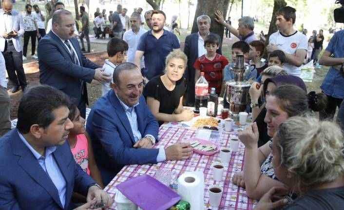 Bakan Çavuşoğlu'nun destek turu sürüyor