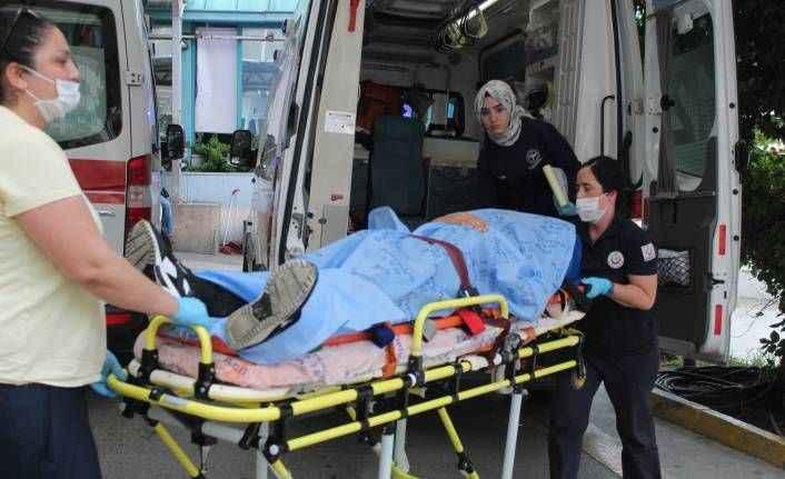 Antalya'da falezlerden düşen genci polis kurtardı