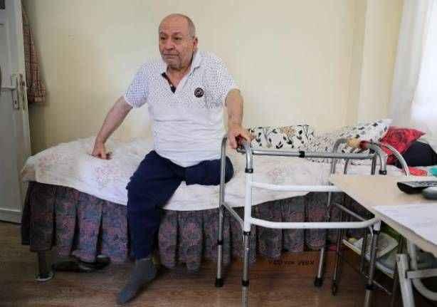 Antalya'da ayak parmağının kesilmesini beklerken bacağından oldu
