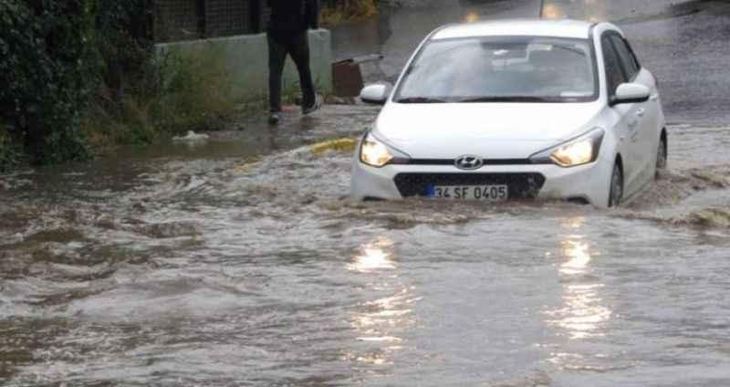 Meteoroloji'den dikkat çeken uyarı: Selde araba kullanmaya çalışmayın
