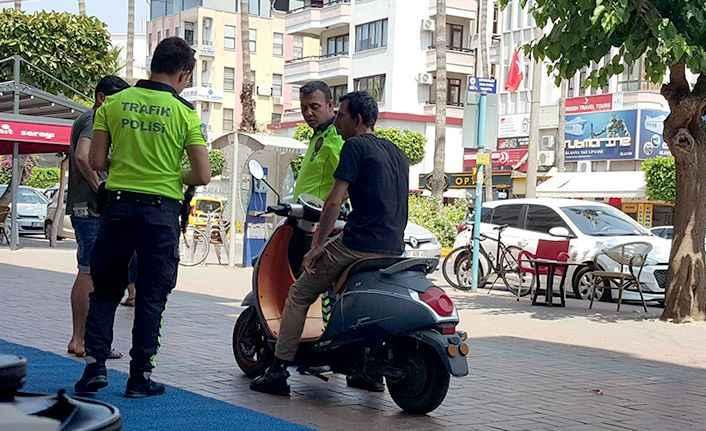 Alanya'da polisten sıkı 'kaldırım' denetimi
