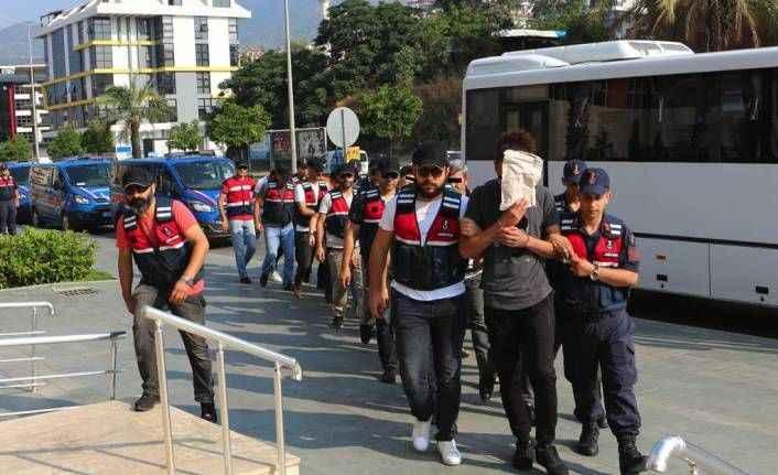 Alanya'da uyuşturucuya 5 tutuklama