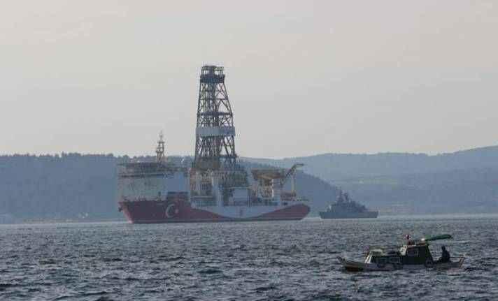 Yavuz gemisi Çanakkale Boğazı'ndan geçti