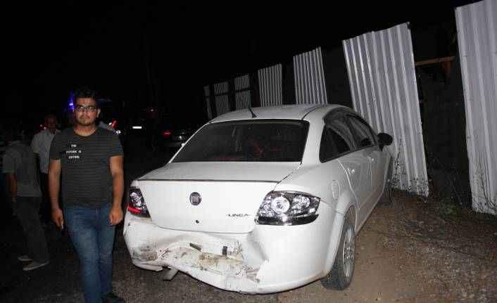Manavgat'ta park halindeki otomobile arkadan çarptı: 2 yaralı