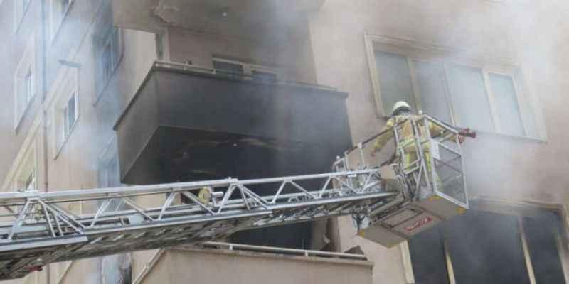Kadıköy'de yangın: Anne baba öldü, engelli oğulları...