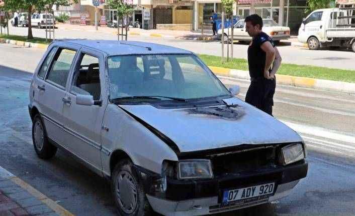 Antalya'da seyir halindeki araç alev aldı!
