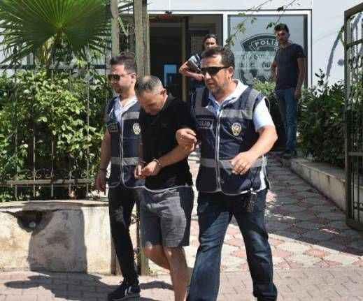 Antalya'da yardım bahanesiyle iki turisti 60 bin lira dolandırdı