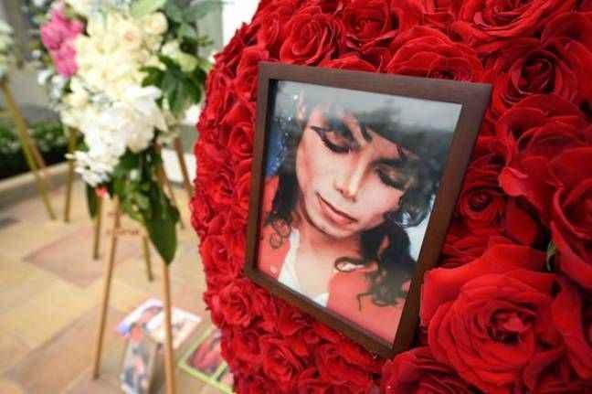 Michael Jackson'ın mezarı ile ilgili ilginç detay! Beton döktüler...