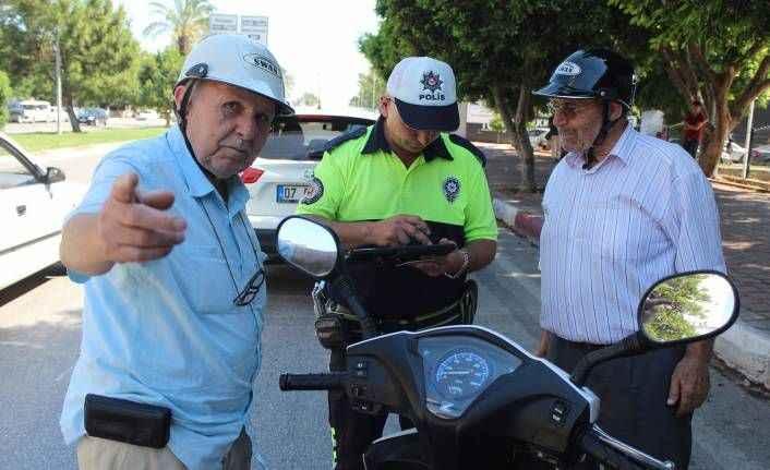 Antalya'da dedelerin trafik cezasından kurtulma hikayesi gülümsetti