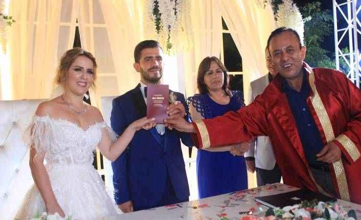 Olive'de mutlu düğün