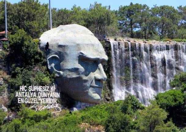 Türkiye'nin en büyük Atatürk maskı zamana yenildi
