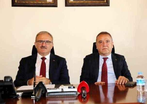 Vali Karaloğlu: Antalya'da başarırsak Türkiye'de diğer destinasyonlara örnek olacaktır