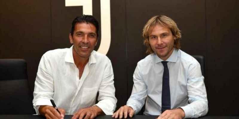 Gianluigi Buffon Juventus'a döndü