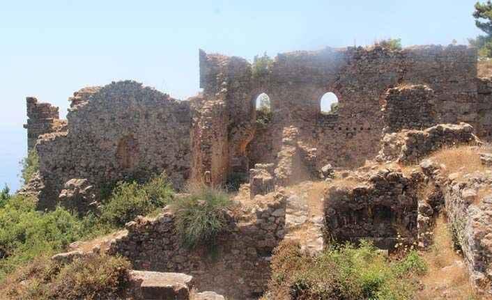 Syedra Kalesi'ne arkeolog eli değdi: 'Alanya Belediyesi'nden büyük destek var'