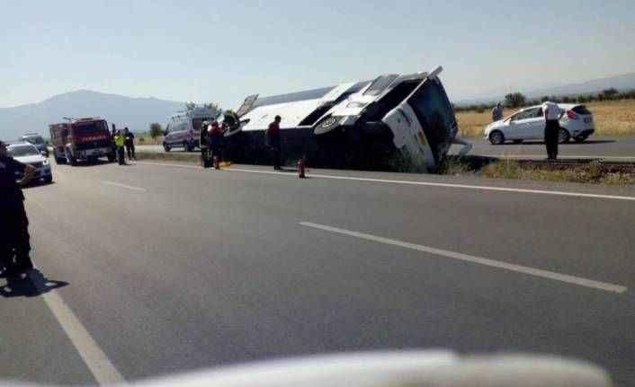 Alanya'dan Pamukkale'ye turist taşıyan otobüs kaza yaptı