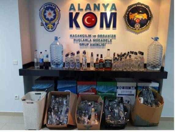 Alanya'da ocakbaşına kaçak içki baskını