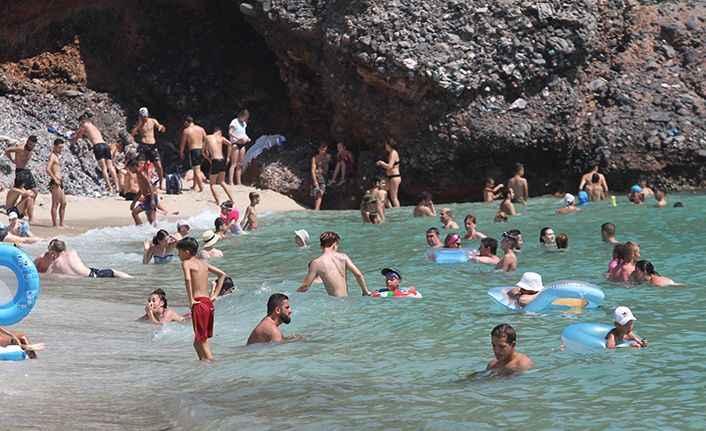 Antalya'nın deniz suyu Alanya'dan kontrol ediliyor