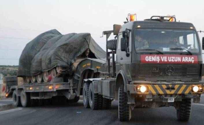 Suriye sınırındaki askeri birliklere komando, obüs ve tank sevkiyatı