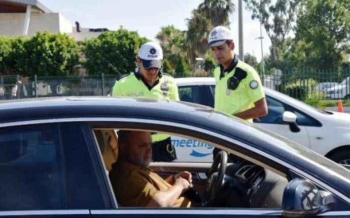 Antalya'da otomobilde uyuyan sürücü alkollü çıktı, 'Civan gibiyim' dedi