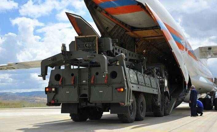 S-400 teslimatında ikinci gün: Sistemin parçalarını taşıyan Rus uçağı Mürted'de
