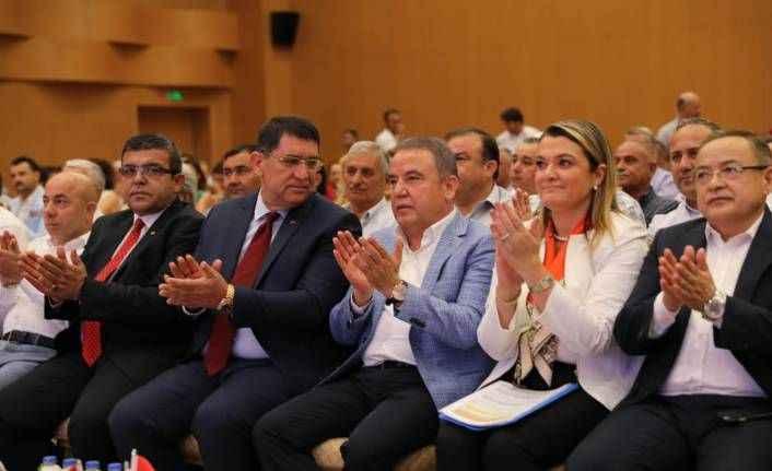 Başkan Muhittin Böcek, Esnaf Çalıştayı'nda sorun ve önerileri dinledi