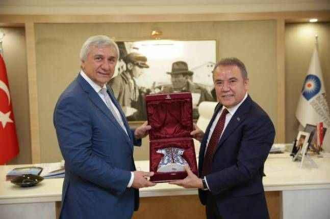 Rus yatırımcılar buz pisti için Antalya'dan yer istedi