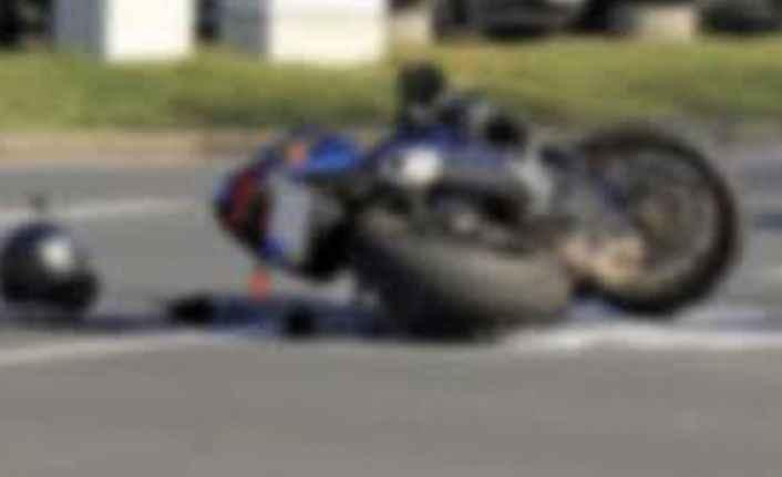 Alanya'da yola savrulan motosikletli yaralandı