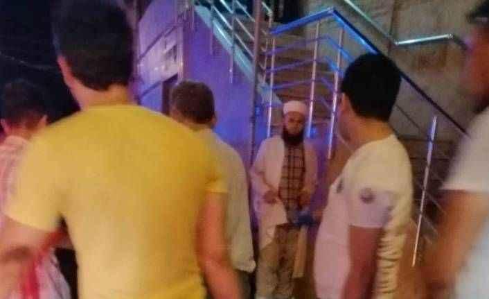 Cami minaresinde intihara kalkıştı, bayıldı