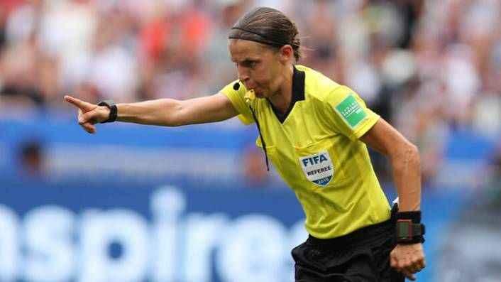 İstanbul'daki tarihi Liverpool-Chelsea finalini kadın hakem yönetecek