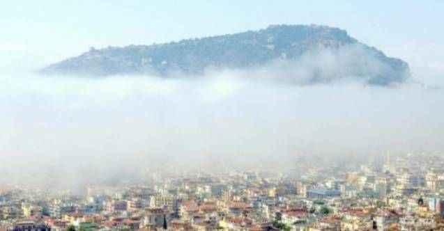 Alanya'da nem şehir merkezini görünmez yaptı