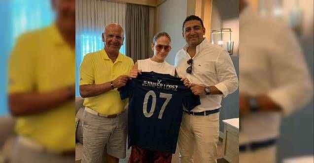 Jennifer Lopez'e Türkiye haritalı Antalyaspor forması