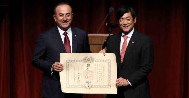 Bakan Çavuşoğlu'na Japonya devlet nişanı tevdi edildi