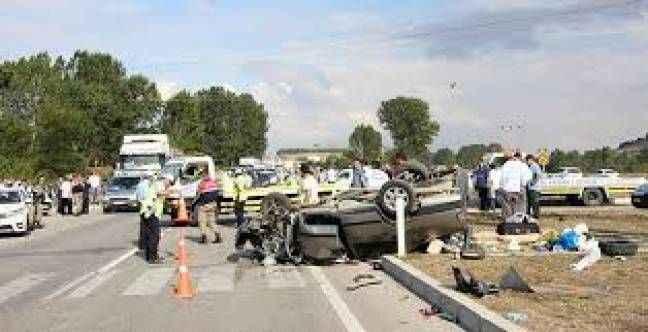 Bayram tatilinin ilk 2 gününde trafik kazalarında 24 can kaybı