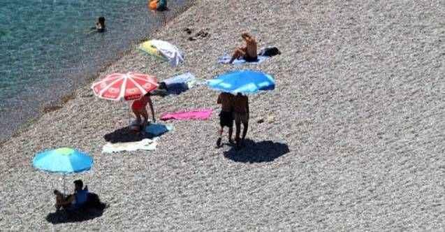 Antalya'da termometreler 46 dereceyi gösterdi! Plajlar boş kaldı
