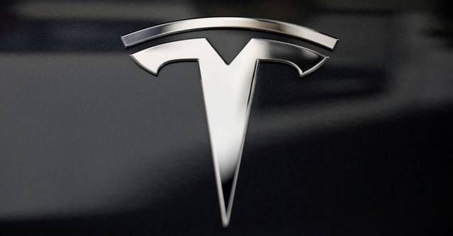 Tesla'nın elektirikli otomobillerinden biri Moskova otobanında alev aldı