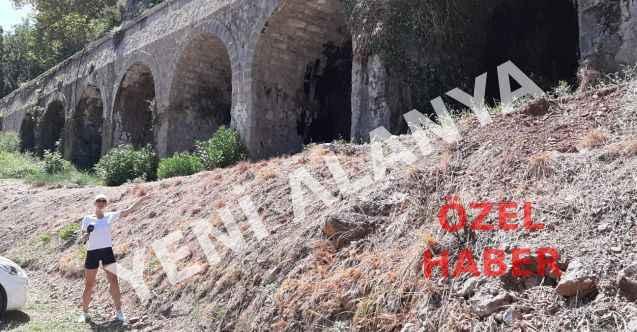 Dimçayı'ndaki tarihi köprü hakettiği ilgiyi görmüyor