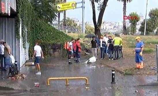 Unkapanı köprü altında biriken sudan ceset çıktı