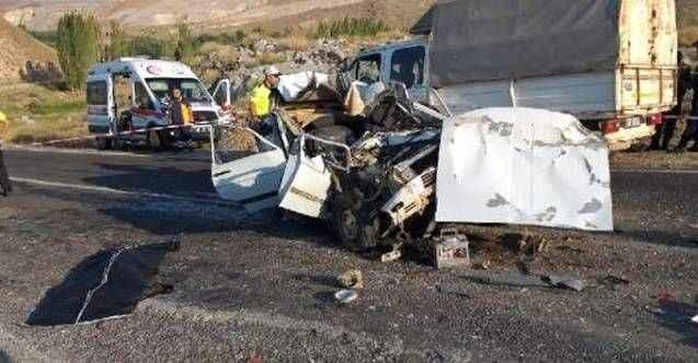 Katliam gibi kazada anne ve çocuğu hayatını kaybetti! 3 kişi yaralandı
