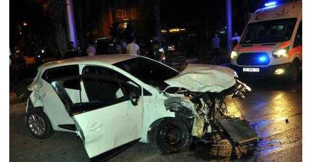 Gazipaşa'da feci kaza! Kamyonet ile otomobil çarpıştı: 6 yaralı